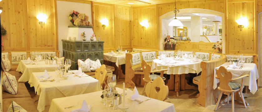 austria_filzmoos_hotel-bischofsmütze_dining room.jpg